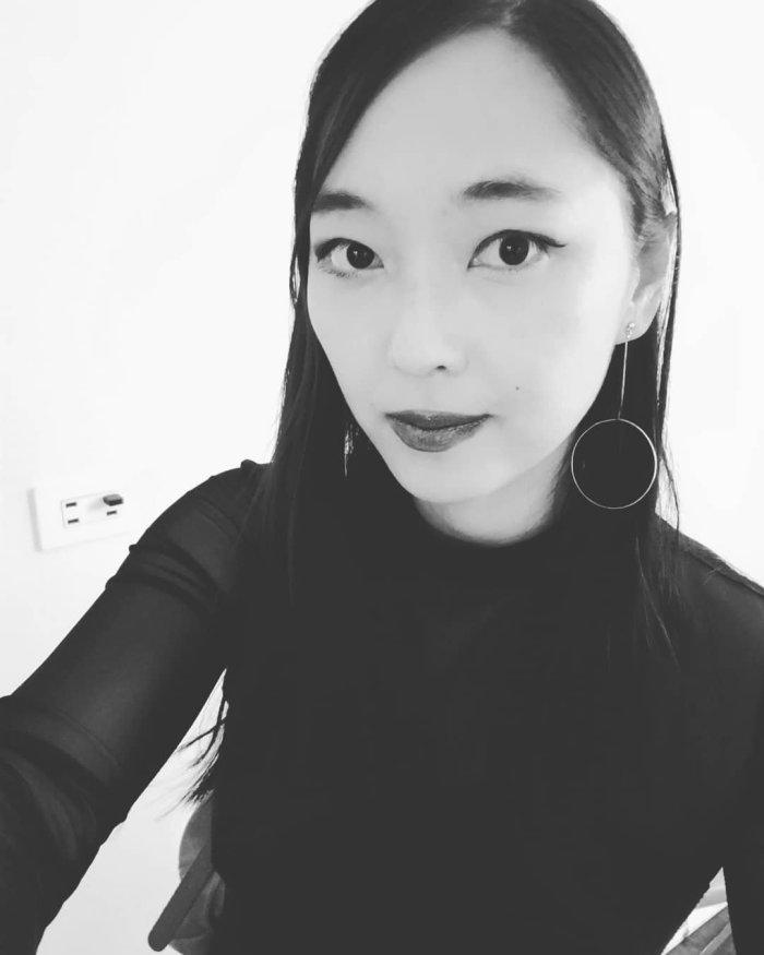 Carol Rhyu black and white